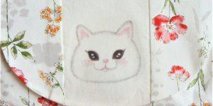 白猫のハンドバッグ